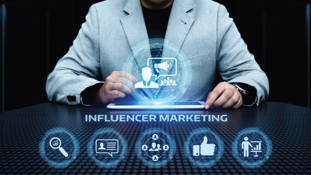 CMO, CEO, Influencer Marketing, Social Media, B2B, Content Marketing SEO Influencer marketing, Social Media, B2B, Content Marketing, Twitter, Facebook, LinkedIn, Instagram, B2B enterprises, Fake influencers, AdAge, Bazaarvoice, Collective Bias, B2B, B2C, ROI, Sponsored posts